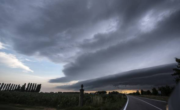 SHELF CLOUD STRIATA