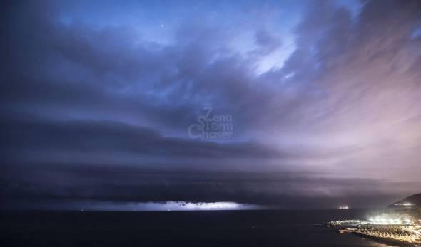 Shelf cloud scolpita, Toscana martedì 16 luglio